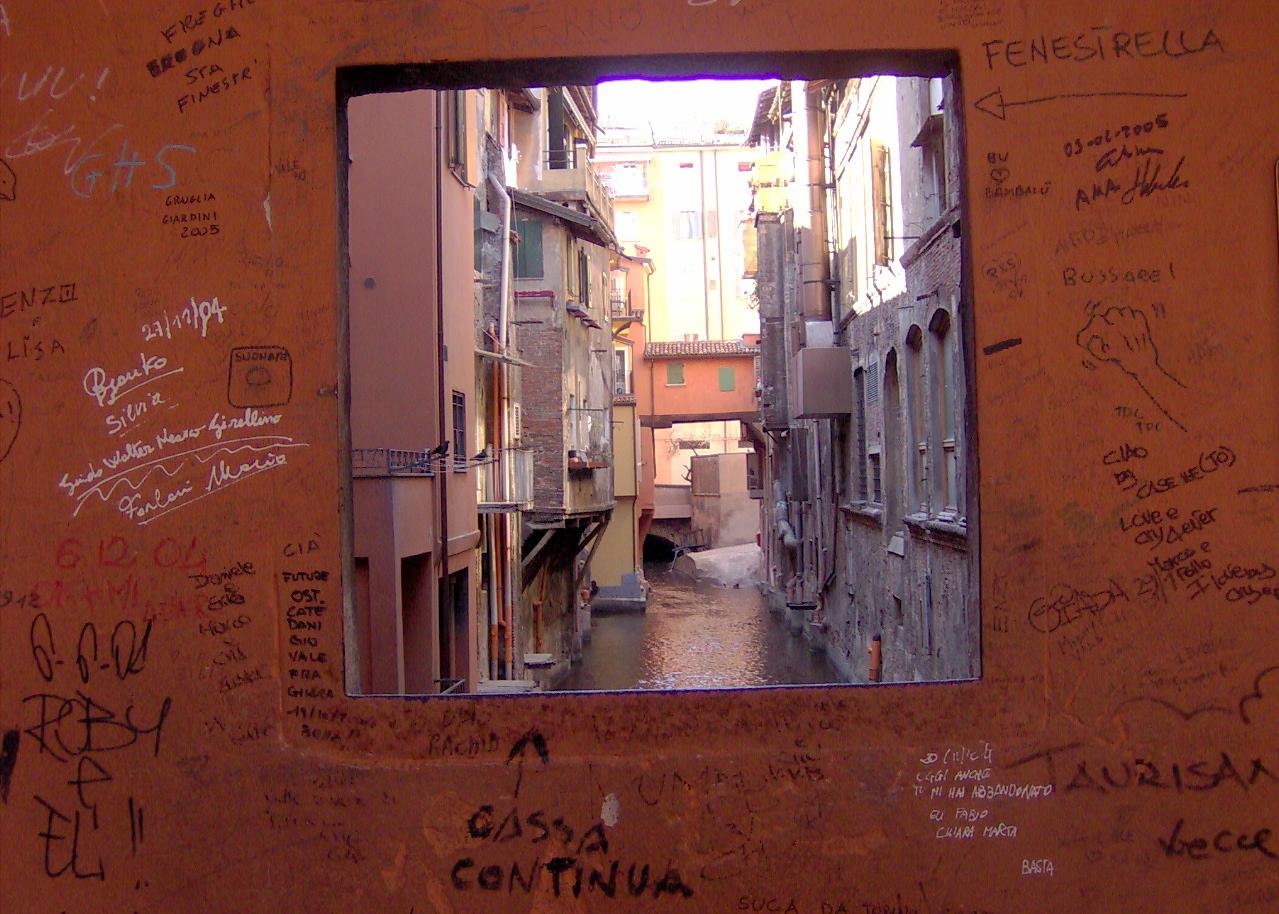 Finestra via piella visitare bologna in due giorni visitup bologna - Bologna finestra sul canale ...
