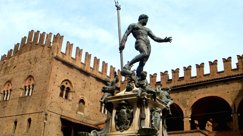 Statua e Fontana del Nettuno visitare Bologna