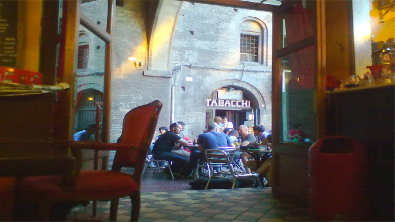 La linea bar Centre zone aperitif Bologna