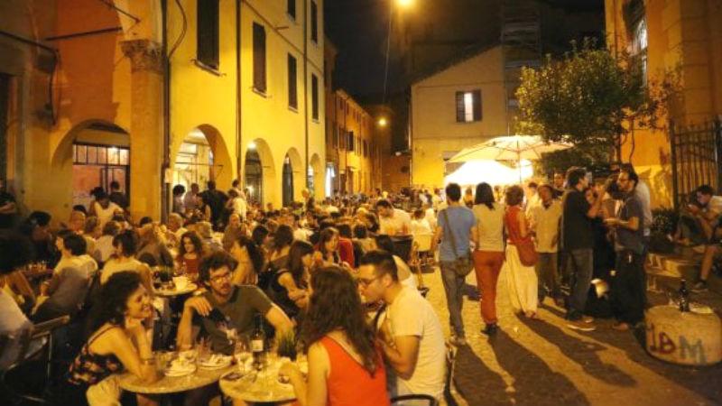 Bar Senzanome Aperitivo Mercato delle Erbe Bologna