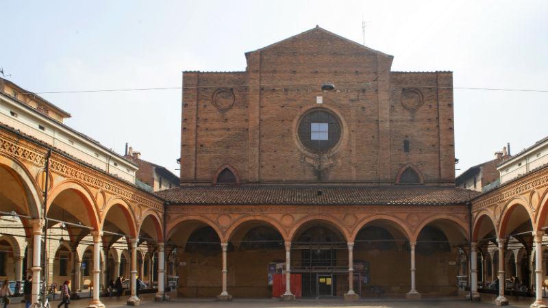 Basilica e portico dei Servi visitare Bologna