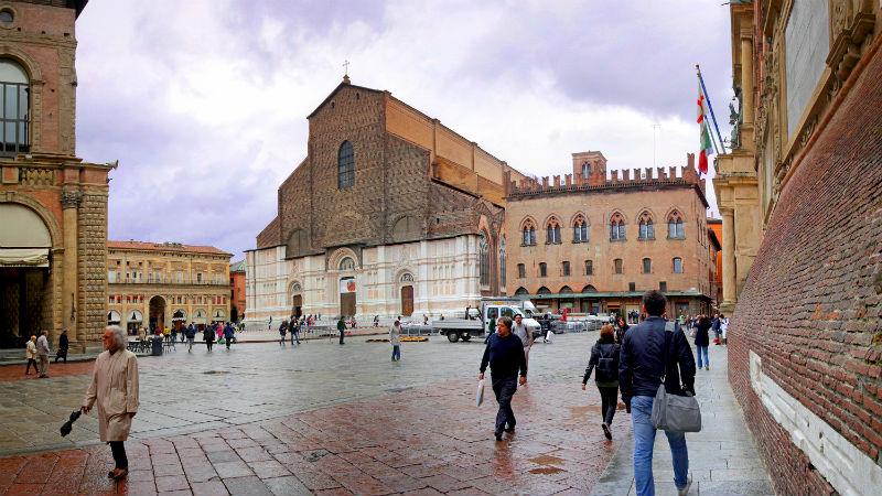 Piazza Maggiore: visitare Bologna in un giorno - Visitup Bologna