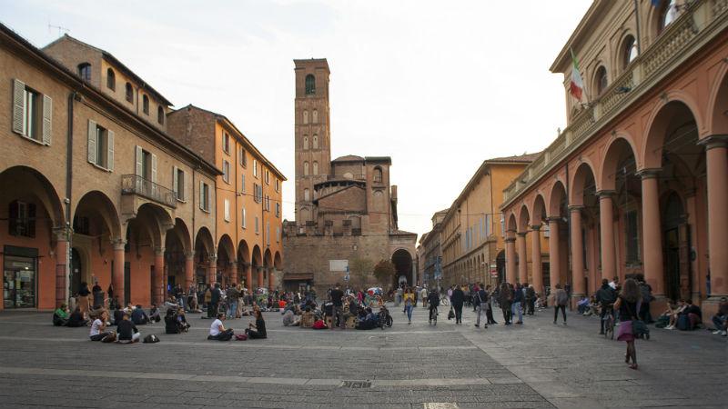 Piazza Verdi visitare Bologna