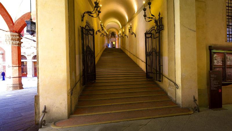 Scalone dei Cavalli palazzo d'accursio Bologna