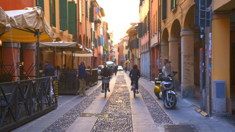 via del Pratello visitare Bologna
