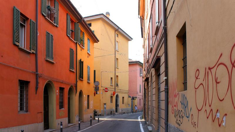 il perchè del nome via Fregatette a Bologna