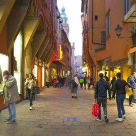 curiosità di via d'azeglio a Bologna